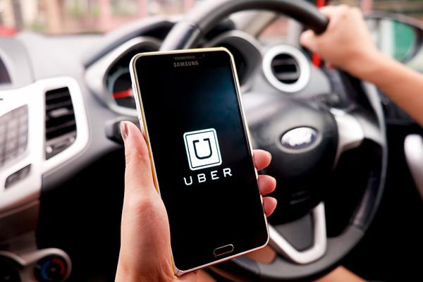 FakeToken Android Banking Trojan trở lại như một ứng dụng đặt xe (Uber, Grab)